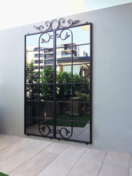 Iron mirror designed for courtyards