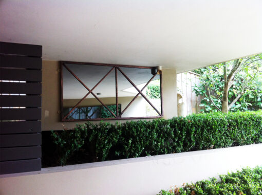 Simple outdoor mirror in iron Rivas Design