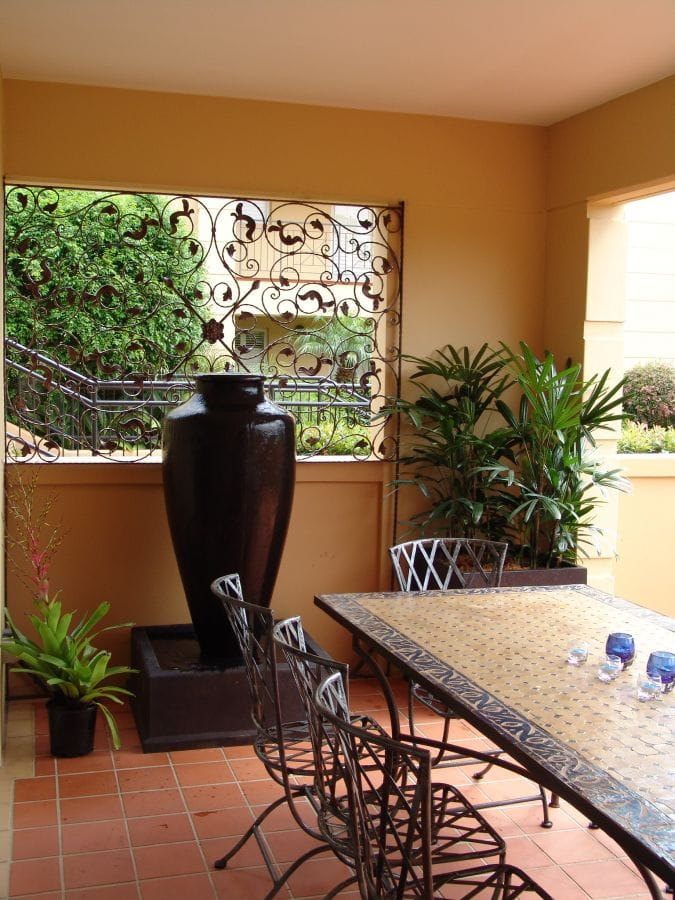 1100 Trellis with Water Feature
